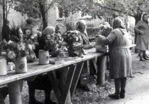 Mummoja Kuismalan torilla vuona 1987.