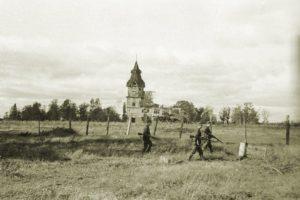 Valkeasaaren kirkko jatkosodan aikana. Kirkko tuhoutui sodassa.
